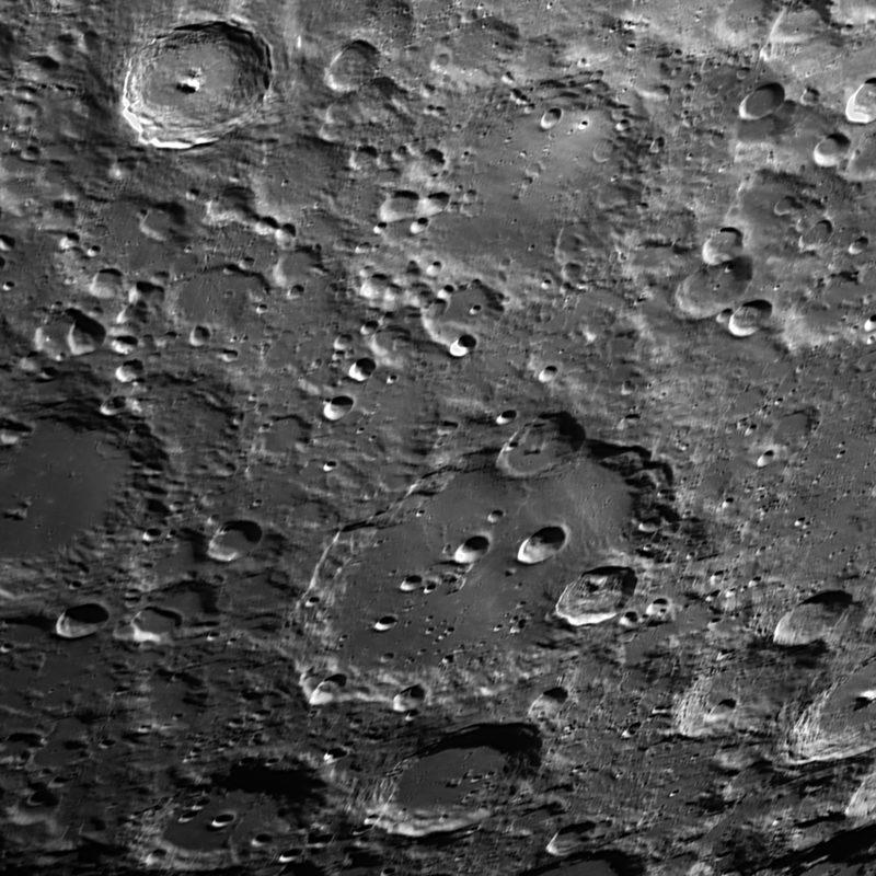 Krater Clavius und Umgebung Ausschnitt 800x800 - Mond