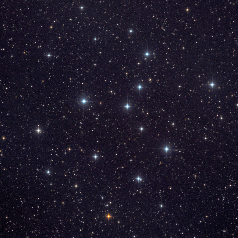 IC4665 Sommer Bienenkorbhaufenbearbeitet scaled 800x800 - offene Sternhaufen